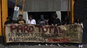 Es la segunda ocasión en que los estudiantes deciden cerrar las puertas de los planteles para exigir la presentación con vida de los normalistas. Foto/Cuartoscuro