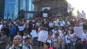 Marcha en la Ciudad de México para exigir la aparición de los estudiantes desaparecidos de la normal rural de Ayotzinapa