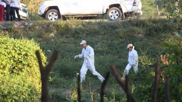 En el basurero de Cocula peritos realizan investigaciones. Foto/Cuartoscuro.