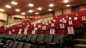 Butacas reservadas para los normalistas desaparecidos en Docs DF. Foto: Especial.