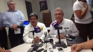 (@julialeduc) Procurador de Tamaulipas ofrece conferencia de prensa donde informa que padres reconocieron a sus hijos entre los cadáveres.