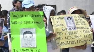 Ayer nuevamente marcharon más de 5 mil personas en Tixtla, encabezados por los padres de los estudiantes desaparecidos. Foto: José I. Hernández/Cuartoscuro