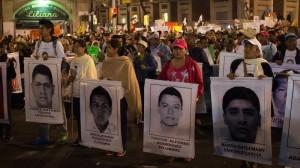 Madres de los normalistas desaparecidos encabezan manifestación solidaria. Foto: David Polo / CUartoscuro