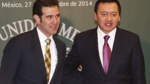 Osorio Chong (izq) con Lorenzo Córdova en la firma del acuerdo. Foto: Isaac Esquivel/Cuartoscuro