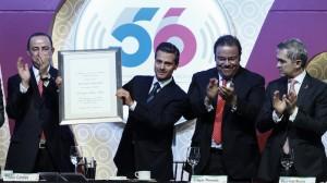 El presidente recibió un reconocimiento por parte de Tristan Canales, presidente de la CIRT.