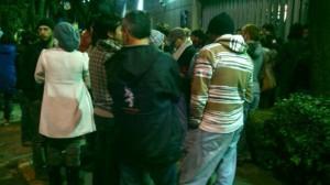 Al exterior de la SEIDO permanecen al menos 80 jóvenes para exigir la libertad del integrante y exvocero del movimiento #YoSoy132. Foto: Alejandro Pacheco/SDPnoticias