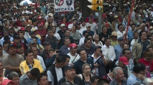 Desde 2009, trabajadores de LyFC han salido a las calles para demandar su reinstalación laboral. Foto/Cuartoscuro