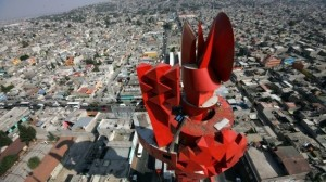Esta escultura se ve desde cualquier punto de Chimalhuacán, sus habitantes la rechazan.