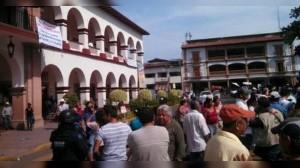 (@SexenioMX) Autodefensas en alcaldía de Michoacán