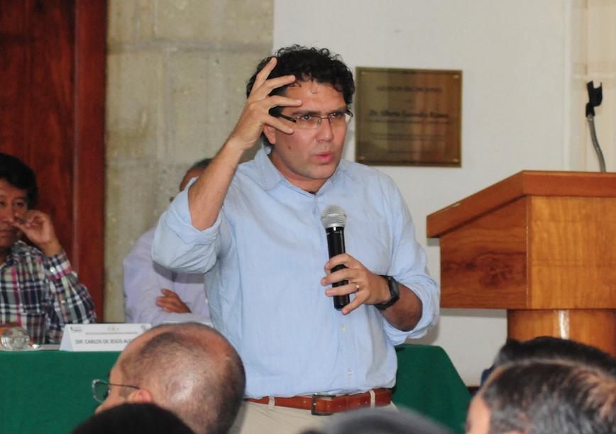 Armando Ríos Piter se Baja de