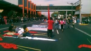 Manifestantes se desplazan sobre Calzada de Tlalpan