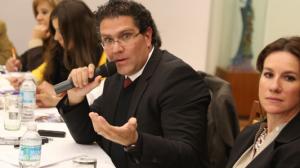 Armando Ríos Piter se ofrece como mediador. Foto: Saúl López/Cuartoscuro
