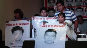 Seguirán en la lucha, pese a conclusiones de PGR. Foto: Iván Stephens/Cuartoscuro