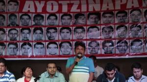 Padres de los normalistas desaparecidos anunciaron que continuarán en la lucha. Foto: Iván Stephens/Cuartoscuro