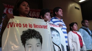Padres de normalistas piensan seguir en la lucha para localizarlos. Foto: Iván Stephens/Cuartoscuro