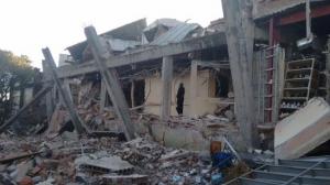 Una parte del hospital colapsó por la explosión. Foto/Twitter