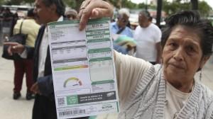 Recibo de luz. CFE asegura que no subirán las tarifas en los hogares. Foto/Cuartoscuro (Archivo)