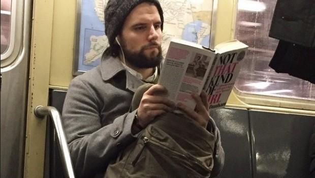 Mientras lee su libro - 2 3